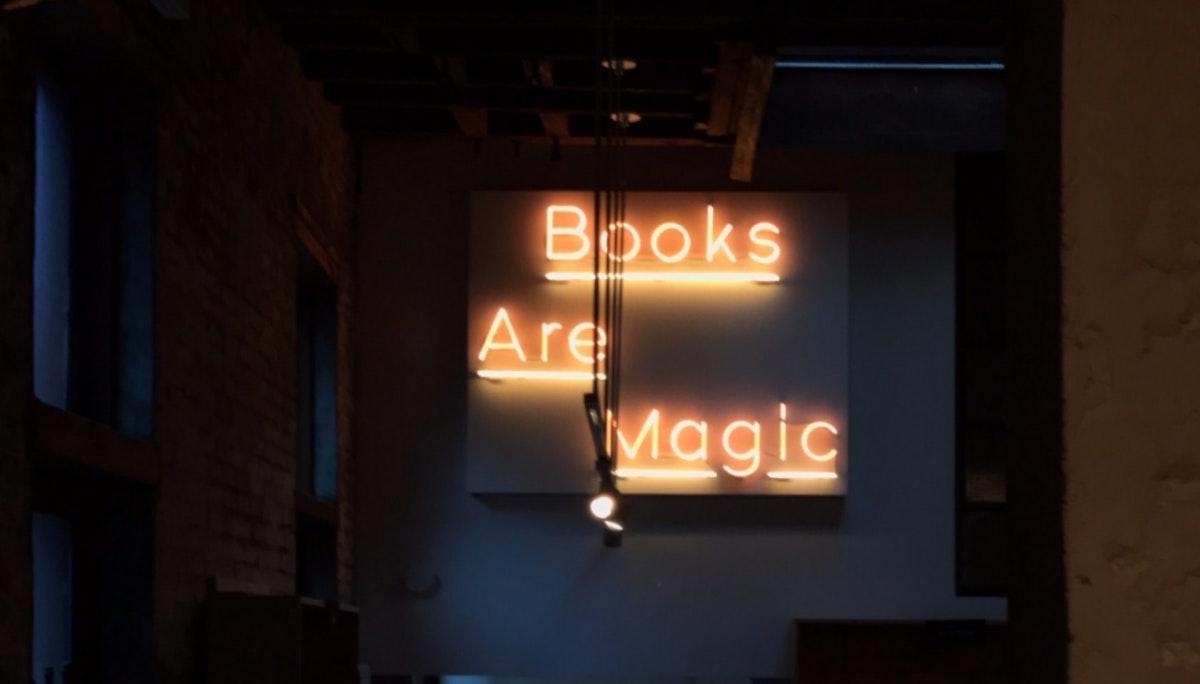 문을 열자마자 폭발적인 반응을 얻은 Books are Magic