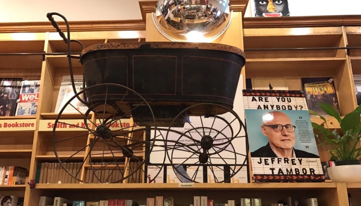 특정 독자층만 겨냥한다 Books of Wonder / Drama Bookshop