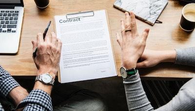 디자이너를 괴롭히는 계약, 계약, 계약