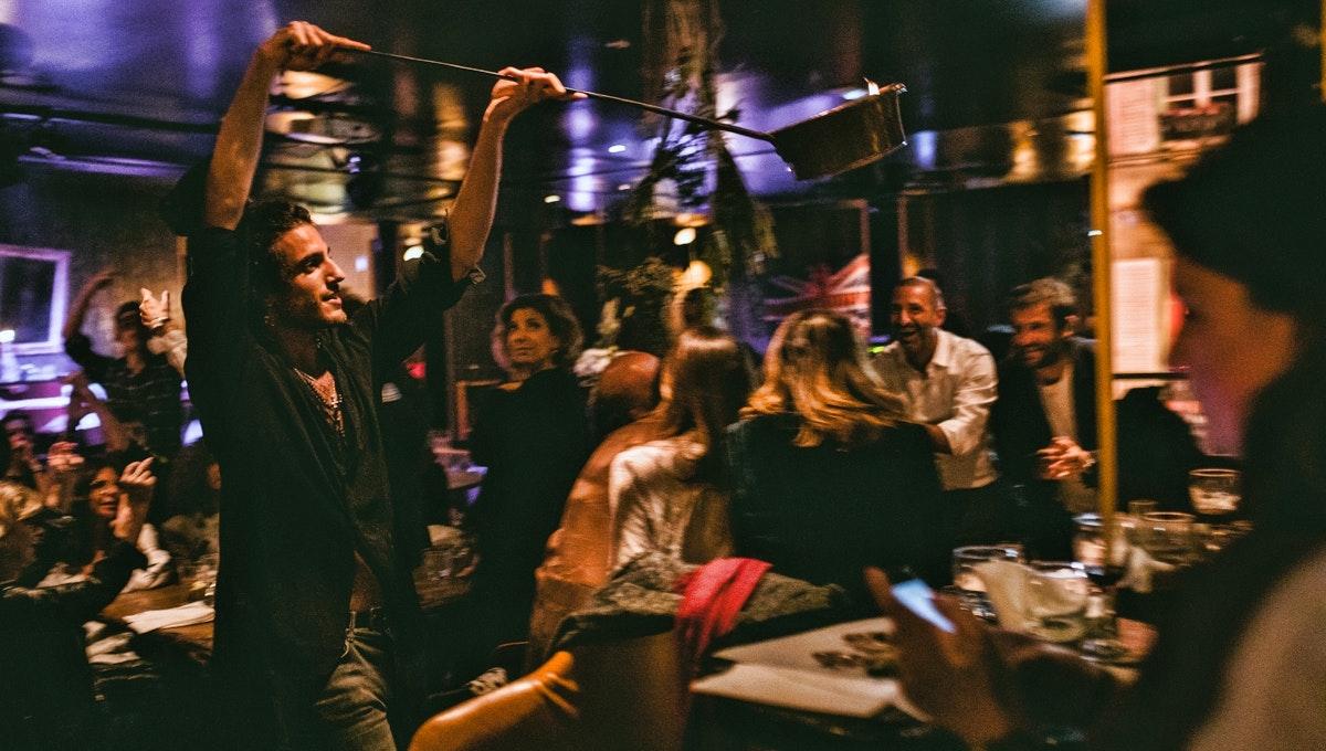 Paris 춤추는 레스토랑: The World News (2)
