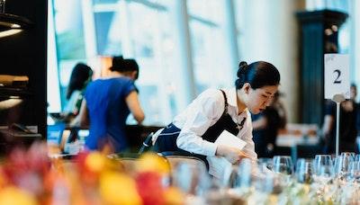 불황을 기회로 삼는 일본 서비스업의 오모테나시 정신