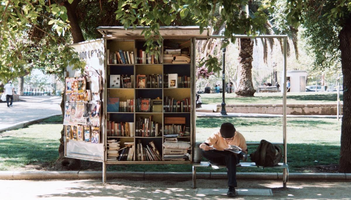 책꽂이를 사야만 살 수 있는 책: 맥락이 있는 큐레이션